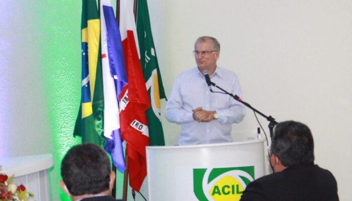 Em evento na ACIL, Prefeito de Limoeiro anuncia pagamento de salários e realização de Audiência Pública