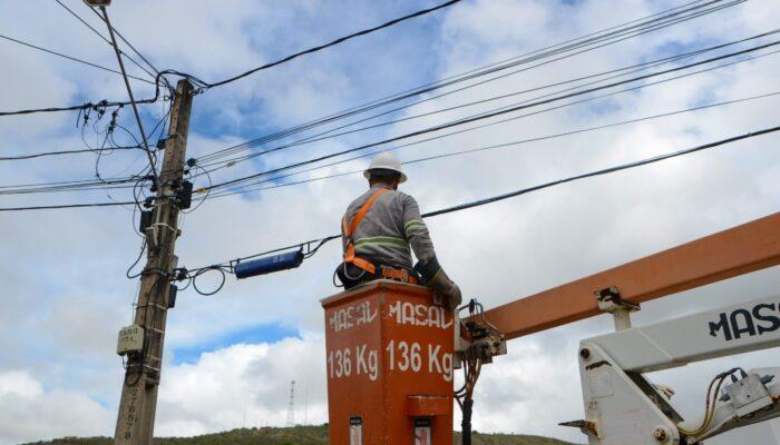 Prefeitura de Limoeiro promove melhoria da iluminação pública com manutenção e reposição de lâmpadas