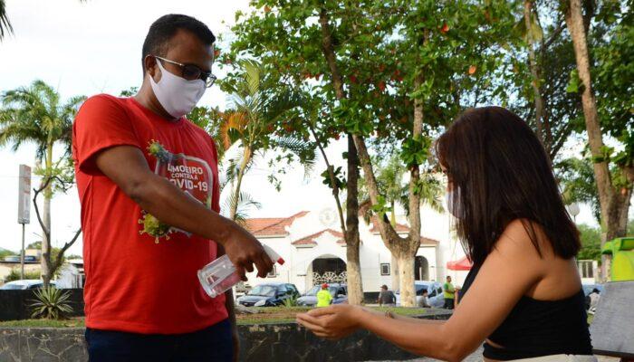 Orientadores reforçam ações de prevenção à pandemia nos espaços públicos de Limoeiro